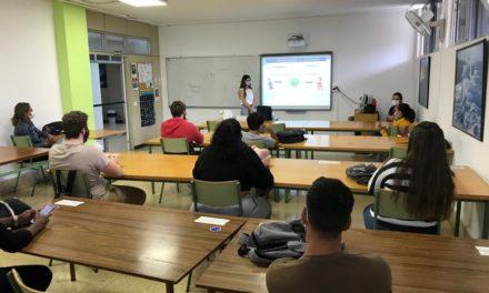 """Charla sobre """"VIH y uso del preservativo"""" para el alumnado de FBPI del turno de mañana"""