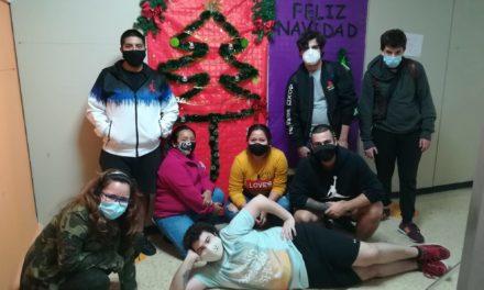 Decorando el CEPA Las Palmas para recibir la Navidad